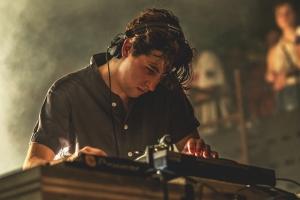hypebeast-jamie-xx-glastonbury-2015