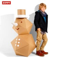 big_niño y muñeco de carton